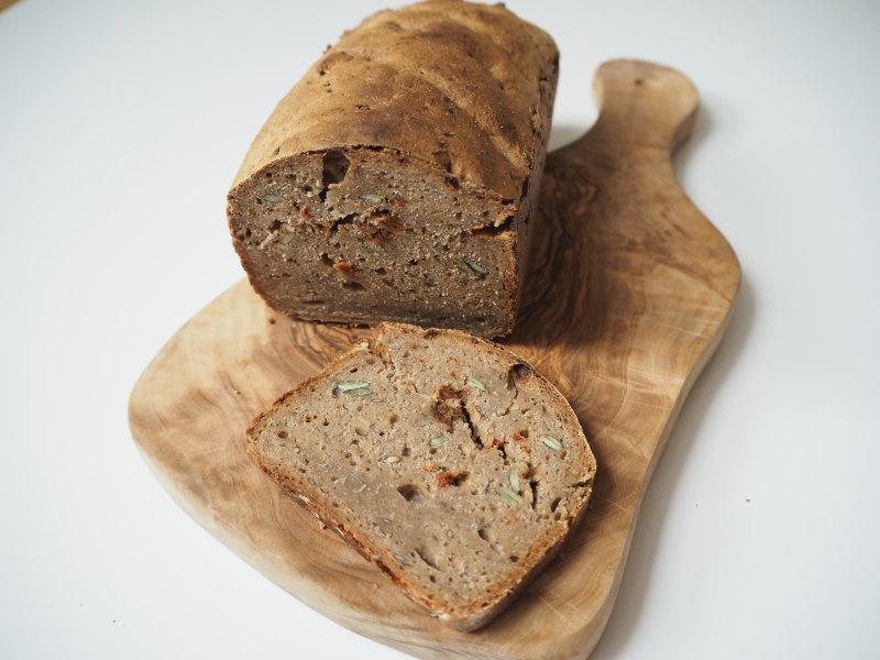 goodblog: Brot selbstgemacht mit Frischkäse und Kresse - und Orchidee