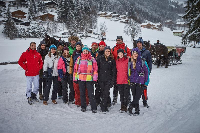 goodblog in der Story Base Saalbach: Die Crew der Story Base Saalbach bei der Pferdeschlittenfahrt (c) Daniel Roos Fotografie
