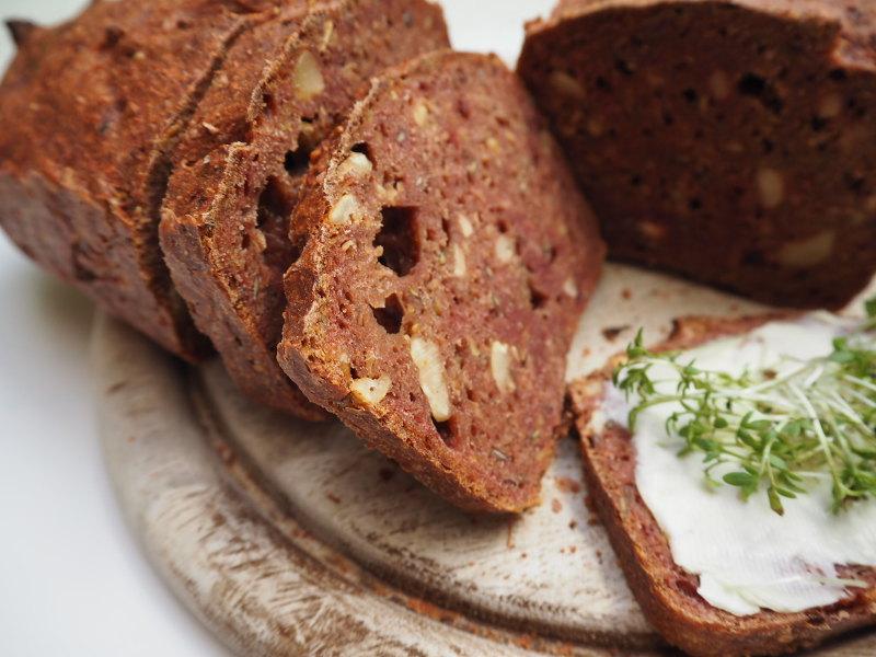 goodblog in der NEUEN Vorarlberger Tageszeitung zu Ostern: Färben mit natürlichen Farben - Rotes Brot
