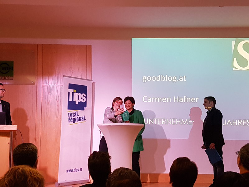 goodblog: Unternehmerin des Jahres beim Selfie Unternehmenspreis - Selfie mit der Laudatorin Grudrun Schaller