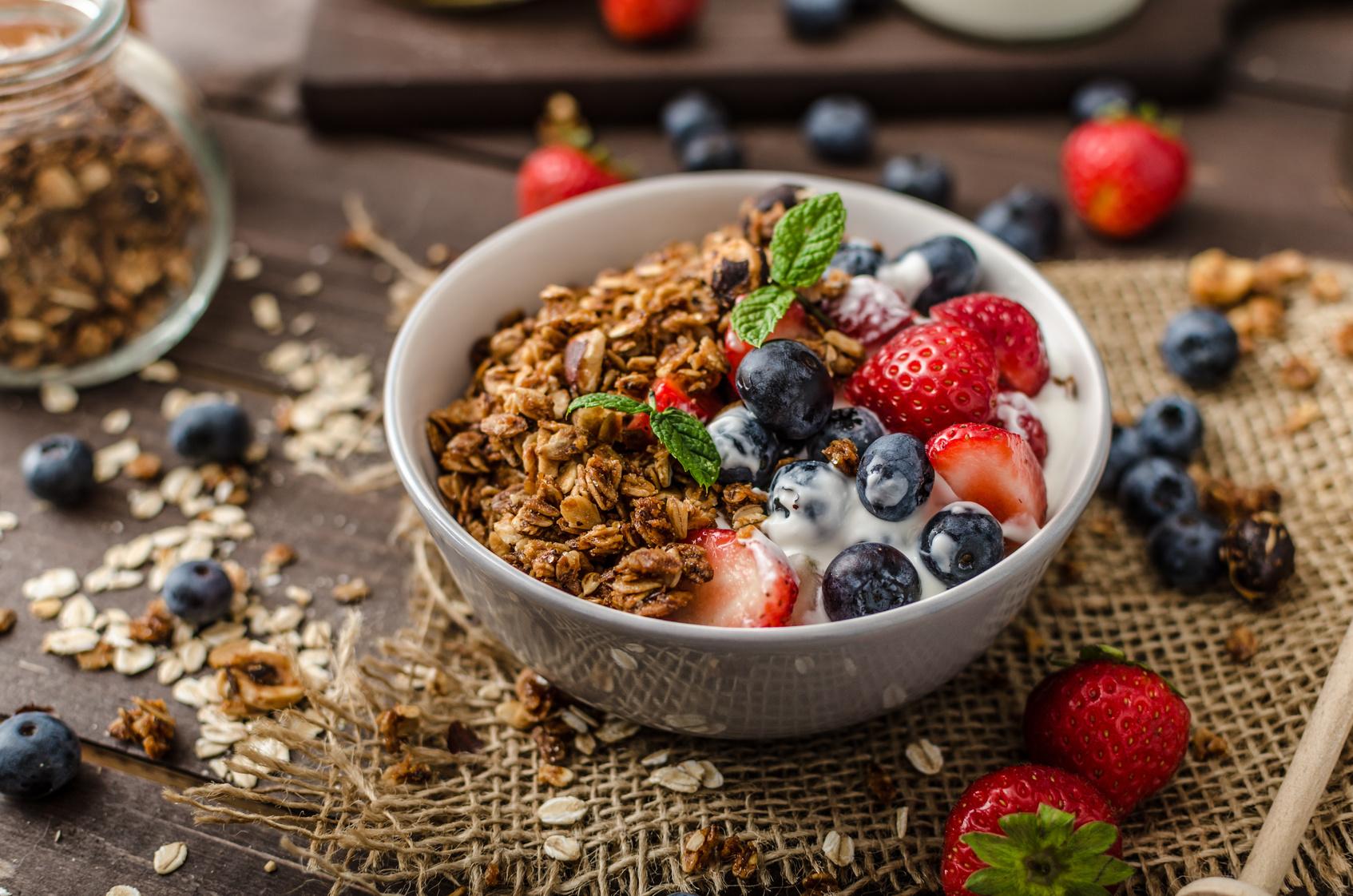 goodblog mit der TCM-Ernährungsberatung Apfelbaum: Warmes Frühstück - selbstgemachtes Schokomüsli (c) Peteers/fotolia