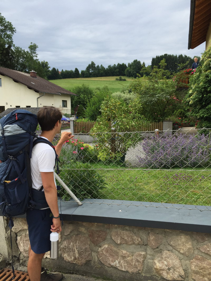 goodblog: Ernst pilgert - Zaungespräche