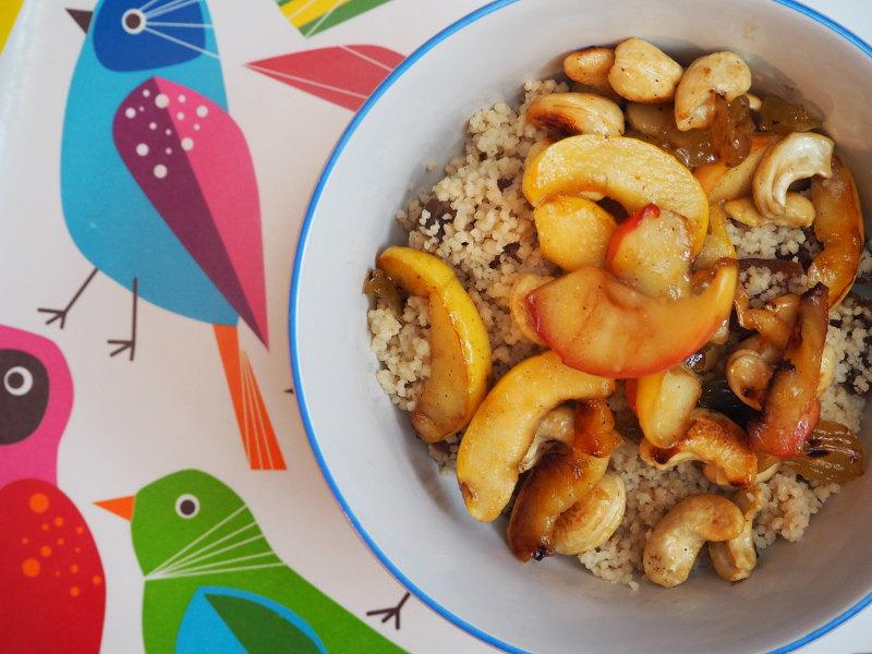 goodblog: Sanft gesüßtes Couscous-Frühstück: mit Cashews und Äpfeln